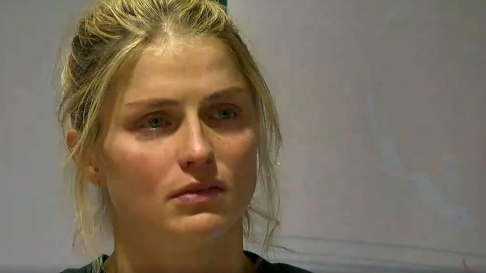 Therese Johaug förkrossad på dagens presskonferens.