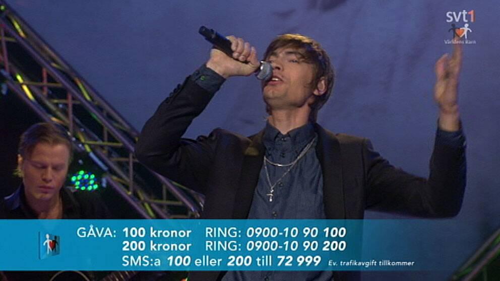 Mando Diao spelade på Radiohjälpens världens barn-gala 2012.