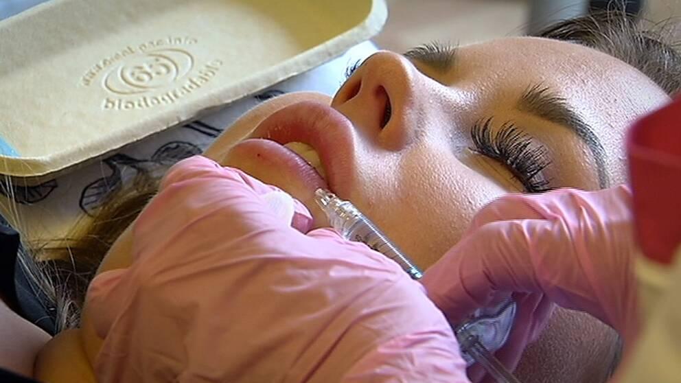 Amanda Hansson injektionsbehandlas
