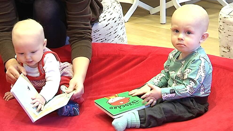 Lovisa och Arvid på Svenska med baby