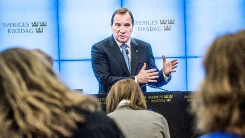 Statsminister Stefan Löfven (S) frågas ut i riksdagen om utkastet till en flyktinguppgörelse mellan EU och Turkiet som diskuterades på måndagens EU-toppmöte mellan EU:s stats- och regeringschefer och Turkiet.