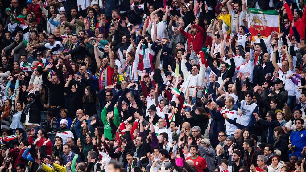 Supportrar i herrmötet mellan Sverige-Iran i fjol.