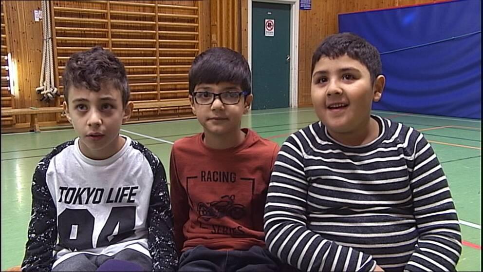 Mahmoud, Zayad och Muhammed vill gärna ha fler clownbesök.