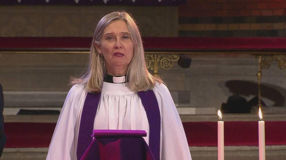 Domprost Kerstin Hesslefors Persson slutar med omedelbar verkan.