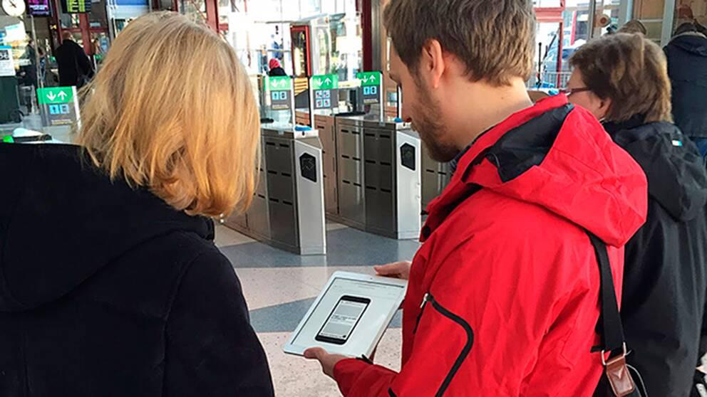 Hampus Nyberg från SVT ger läsare en chans att tycka till om SVT Nyheter nya app.