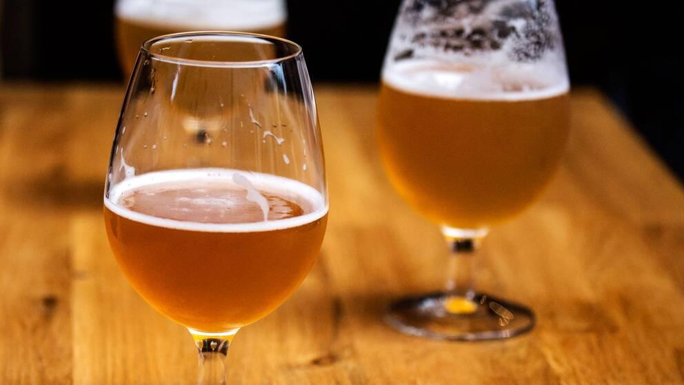 Öl som serveras på en bar, kräver att baren har ett serveringstillstånd