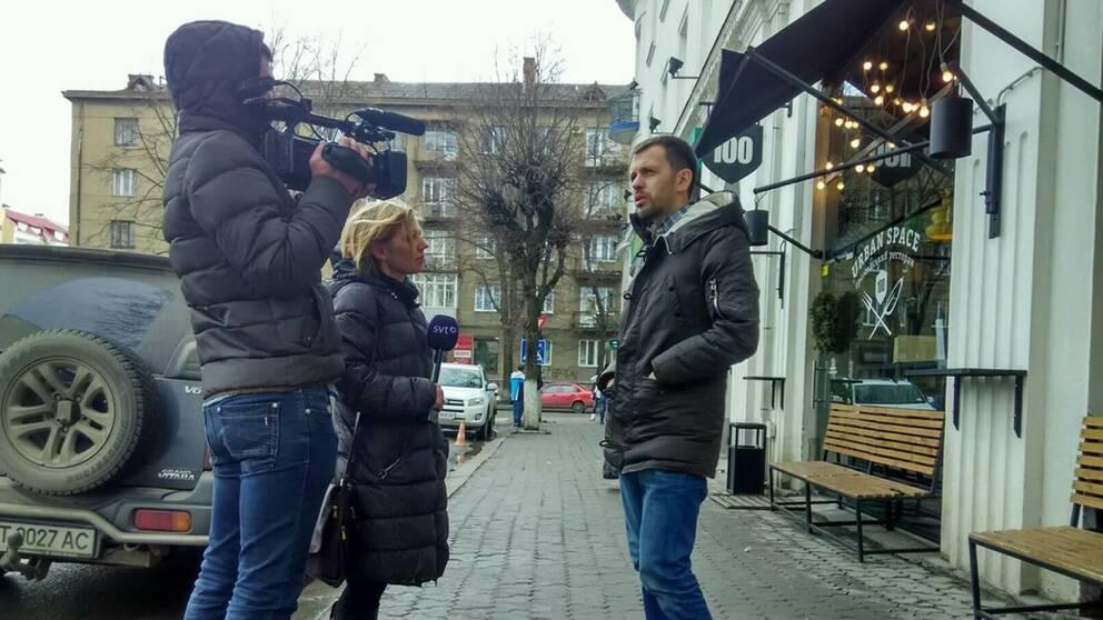 Jurij Filijuk tar SVT med ut på gatan i sin stad.