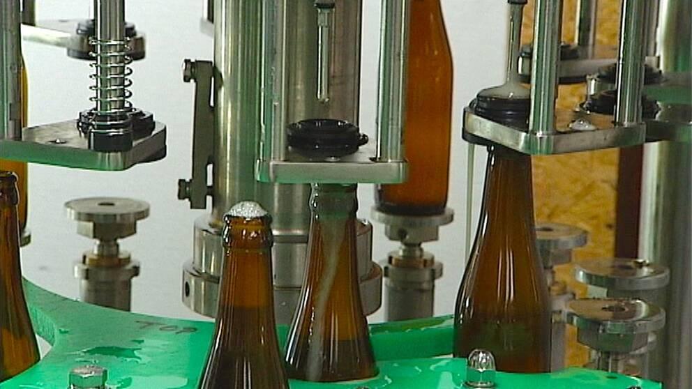 Lättölsflaskor som fylls på.