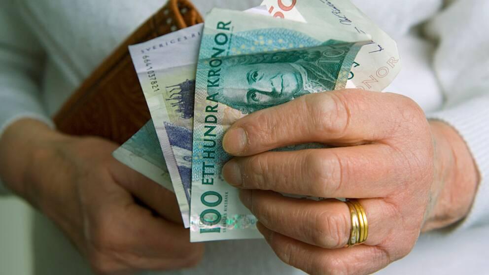 Mindre pengar i portmonän trots minskade löneskillnader.