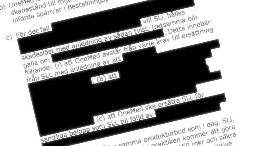 papper med delvis maskad text