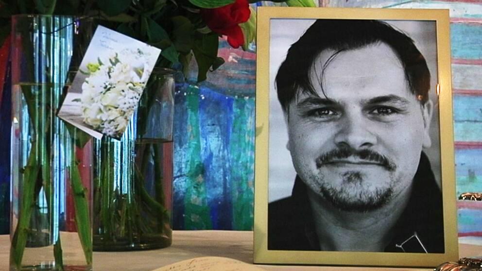 I foajén finns ett porträtt av Mathias Olsson.