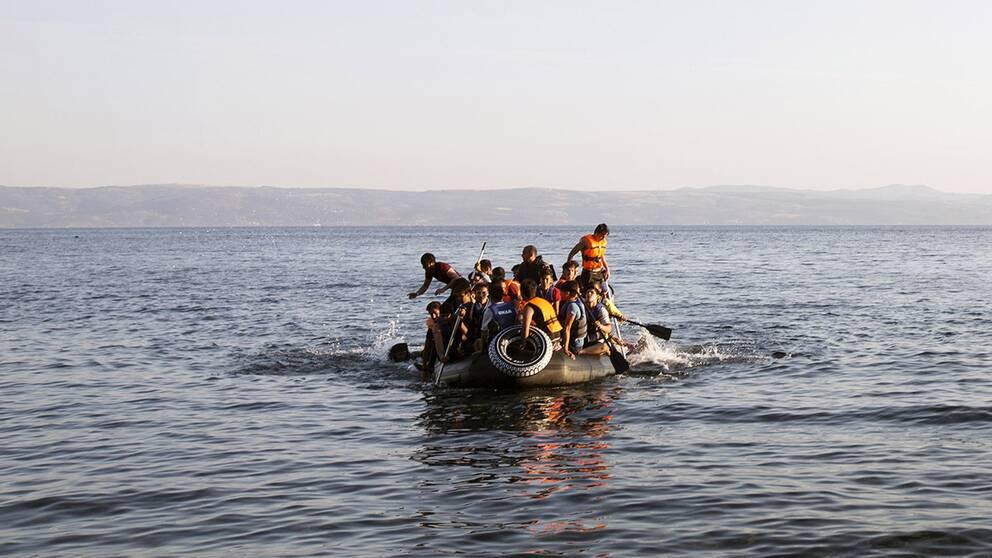 Båtflyktingar vid den grekiska ön Lesbos.