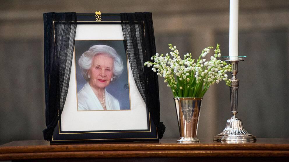 STOCKHOLM 20130313 På onsdagen lade hovet fram kondoleanslistor i Rikssalen på Stockholms slott för att hedra den bortgångna prinsessan Lilian. Listorna finns tillgängliga för allmänheten för underskrift även på torsdagen. Foto Jonas Ekströmer / SCANPIX kod 10030