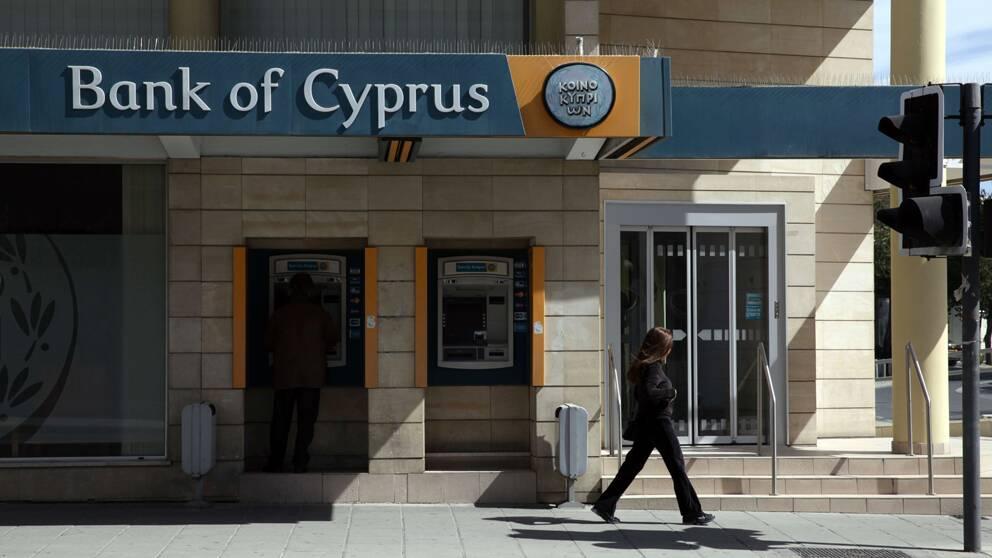 I utbyte mot miljardstödet från EU ska Cypern bland annat höja bolagsskatten och införa en engångsskatt på tillgångar i banker.