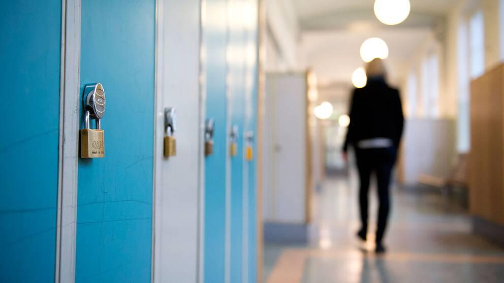 En gymnasielärare i Malmö har fått en skriftlig varning sedan han haft sex med en av sina elever. Eleven var myndig vid händelsen.