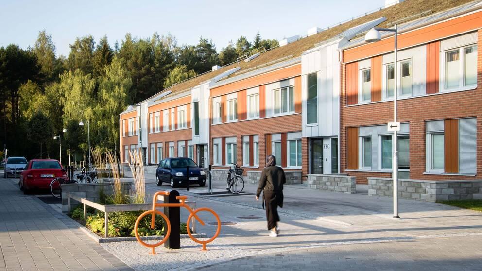 Visgatan i Vivalla efter ombyggnationen.