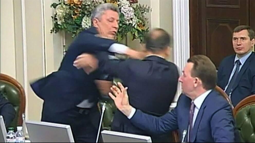 Ukrainska politiker i slagsmal efter tv debatt