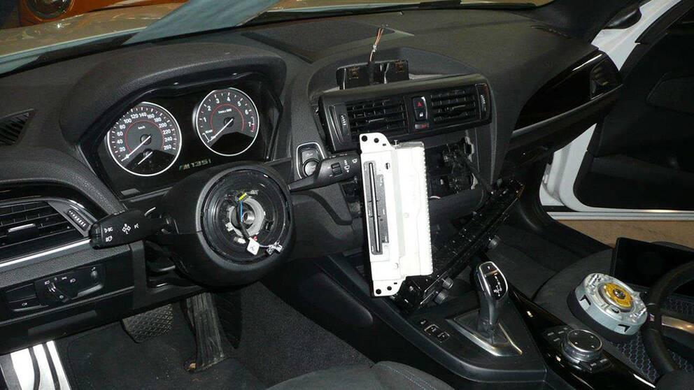 stöld ur BMW, ratt saknas bland annat