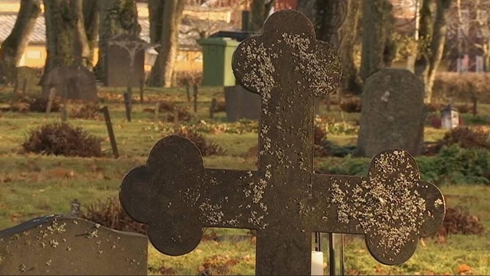 Gravkors på Arboga gamla kyrkogård.