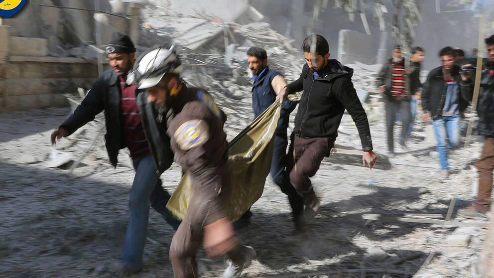 """""""Vita Hjälmarna"""" med ytterligare ett dödsoffer för bombningarna mot Aleppo."""