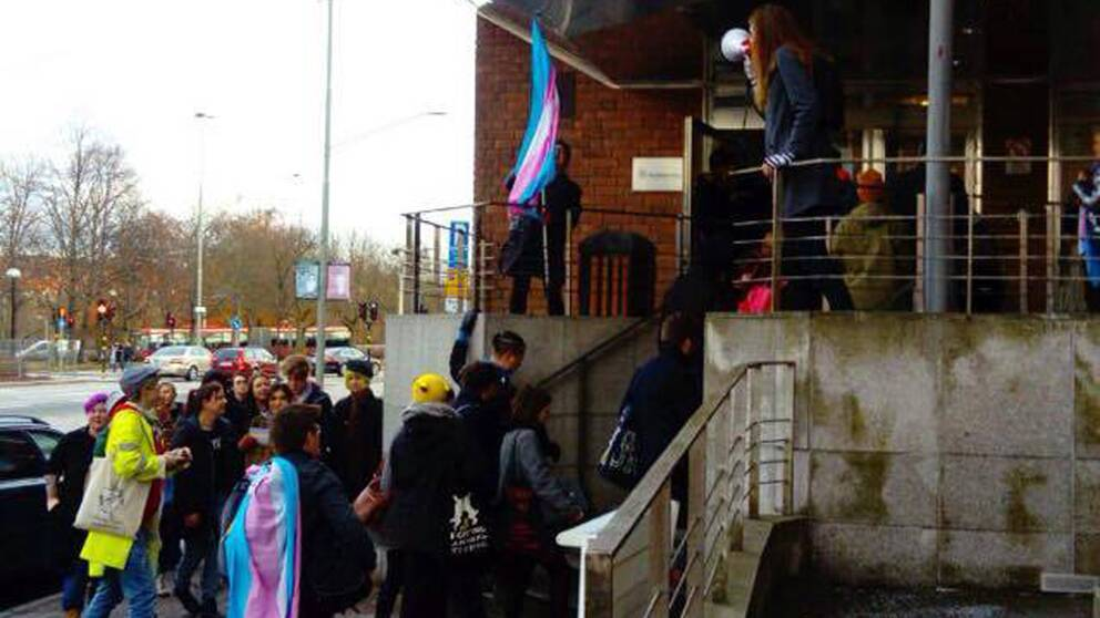 Aktivister utanför Socialstyrelsen.