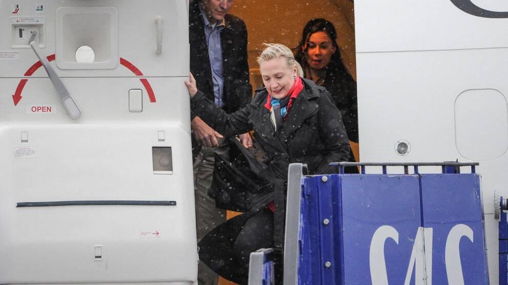 USA:s utrikesminister Hilary Clinton möttes på lördagskvällen av Carl Bildt och hans hustru Anna Maria Corazza Bildt på Arlanda när hon anlände för ett tvådagars besök i Sverige. Foto: Scanpix