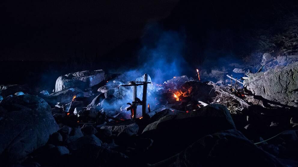 Lars Vilks omstridda konstverk Nimis vid Kullaberg i nordvästra Skåne har skadats svårt vid en brand på torsdagskvällen.