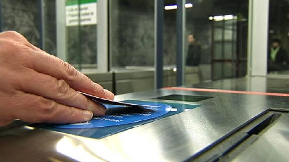 Färre plankar och fler reser – SL håvar in pengar