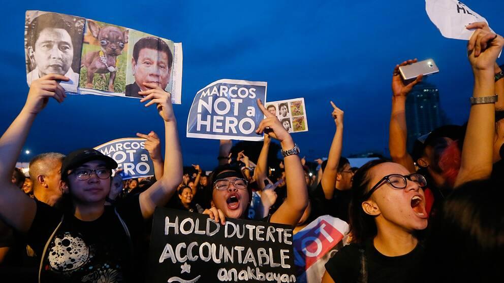Protester nar diktator begravdes i filippinerna