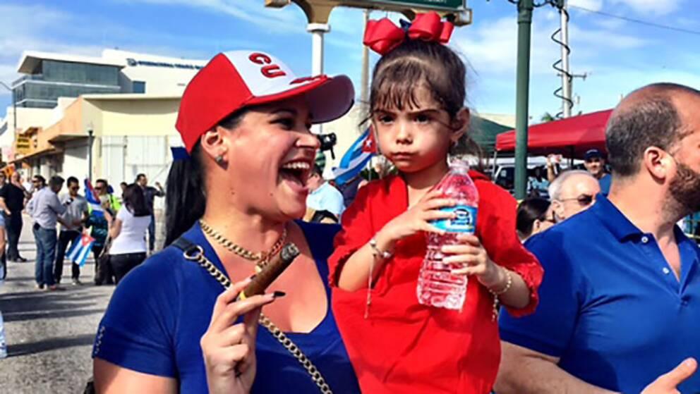 Yolanda Ramon firar Castros bortgång med en cigarr