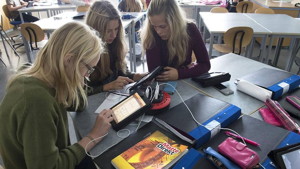 Elever räknar matte