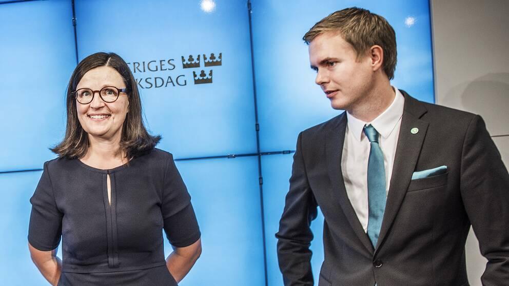 Anna Ekström och Gustav Fridolin.