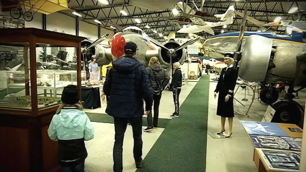 En samling av de senaste hundra årens flyghistoria på Arlandaområdet
