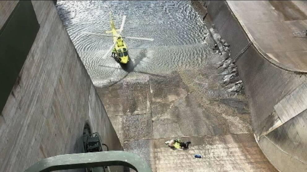 Helikopter i kraftverksdamm