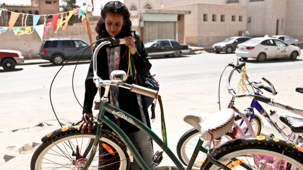 """En stillbild ur saudiarabiska filmen """"Den gröna cykeln""""."""