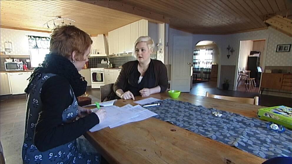 Marit och Sandra Landin pratar