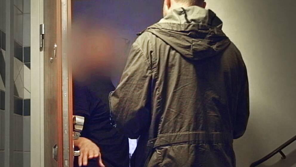 Här konfronteras 48-åringen, utpekad som en av Abu Omars närmaste män, av SVT:s Bo-Göran Bodin.