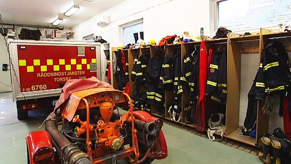 Tre stationschefer och fyra arbetsledare vid brandstationerna i Sysslebäck, Vitsand, Östmark och Stöllet kommer att avsäga sig sina ledaruppdrag, men står kvar som brandmän.