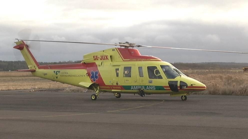 Regionens ambulanshelikopter på Säve flygplats.