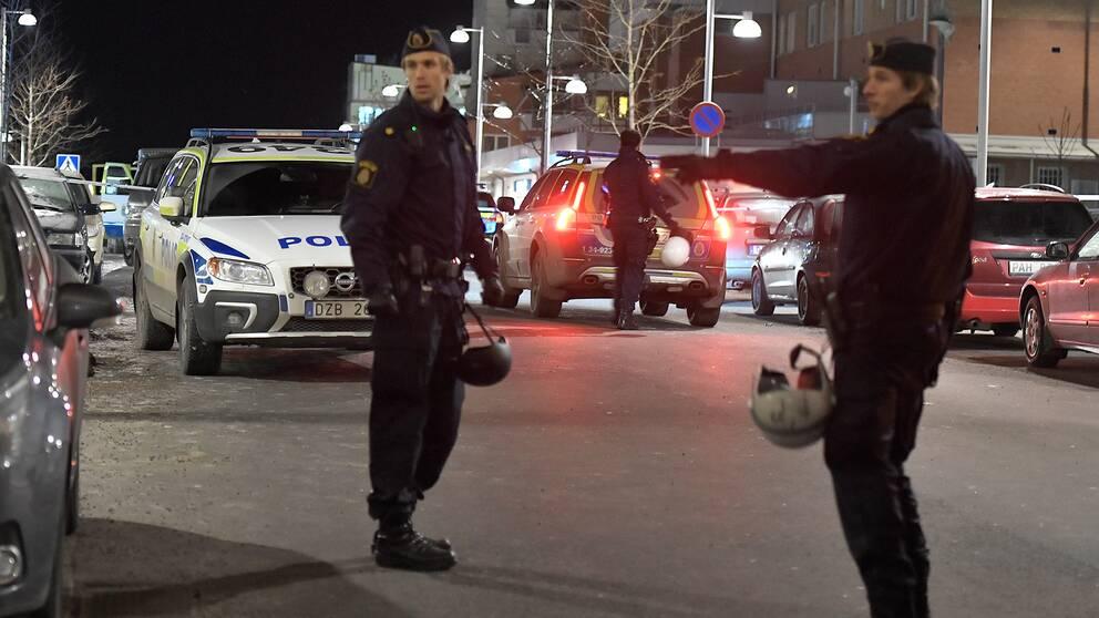 Polisinsats efter dubbelmordet i Rinkeby.