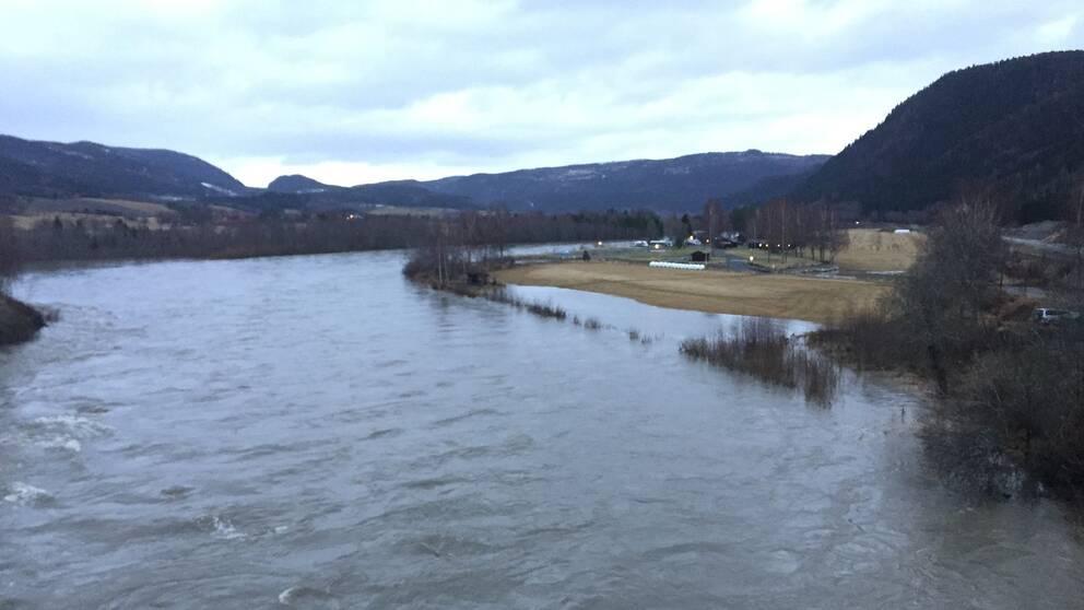 Höga vattenflöden i Hembre i Stjørdal.