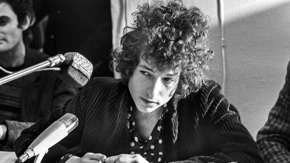 Bob Dylan under en presskonferens i Stockholm 1966