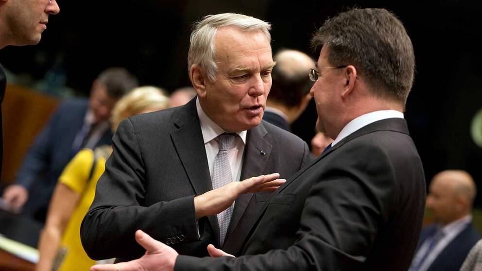 Jean-Marc Ayrault (till vänster) vid EU:s utrikesmöte.