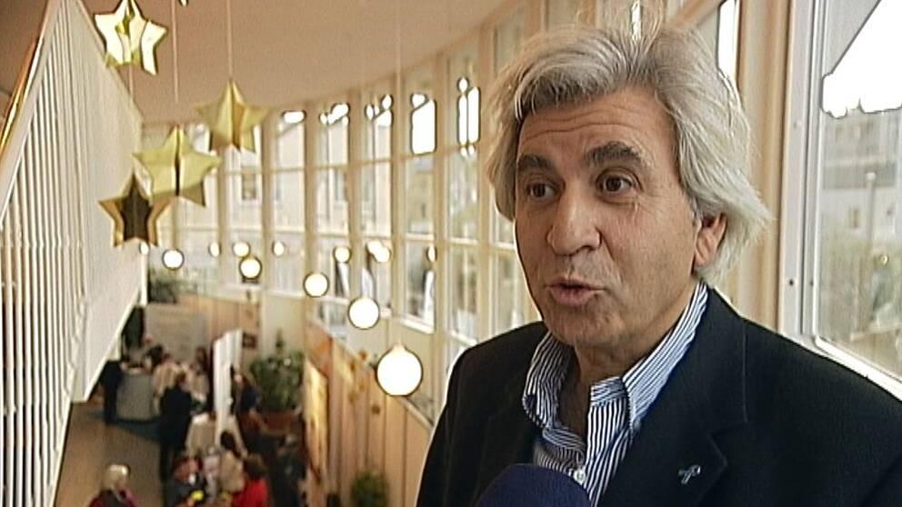 Artur Ringarträr konferencier under seniormässan i Linköping