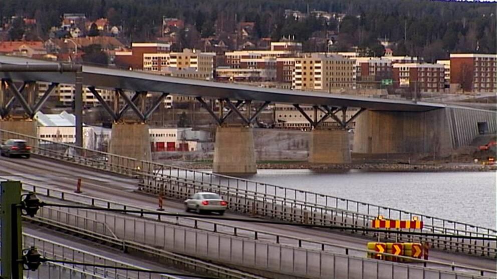 Sundsvallsbron med vägarbete.