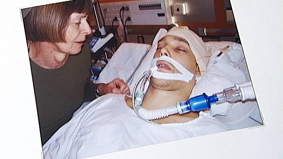 Birgitta Mathiesen och hennes skadade son