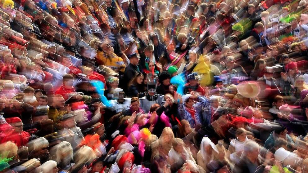 Folkmassa på karneval