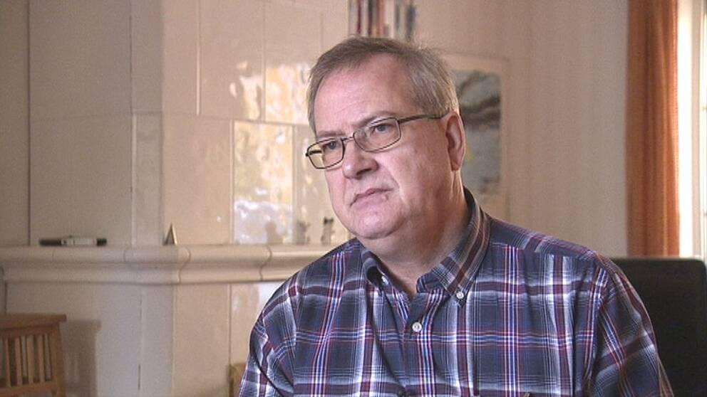 Besiktningsmannen Jan Källman sågar helt den besiktning familjen grundade sitt köpbeslut på.
