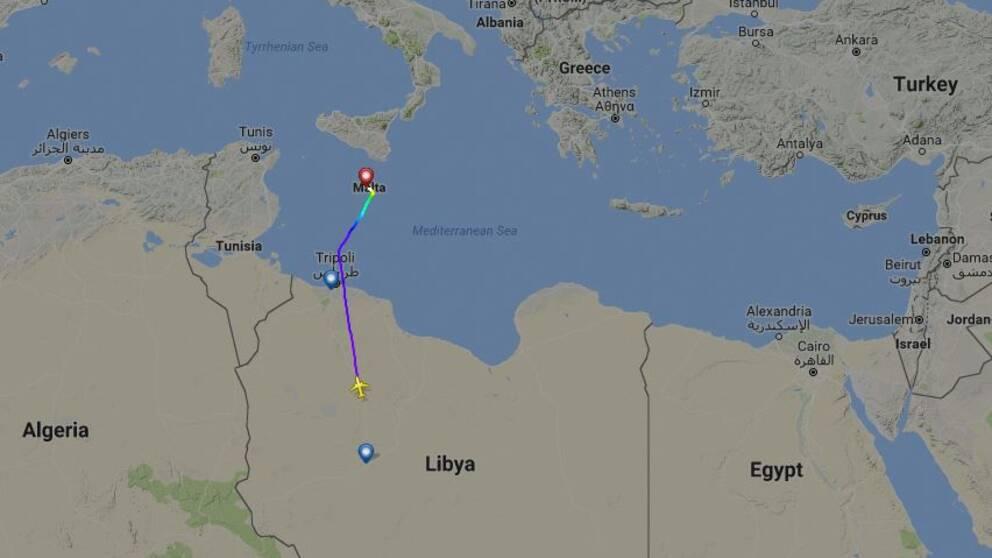 På en livesida för flighter i hela världen kan man se hur planet svänger och landar på Malta.
