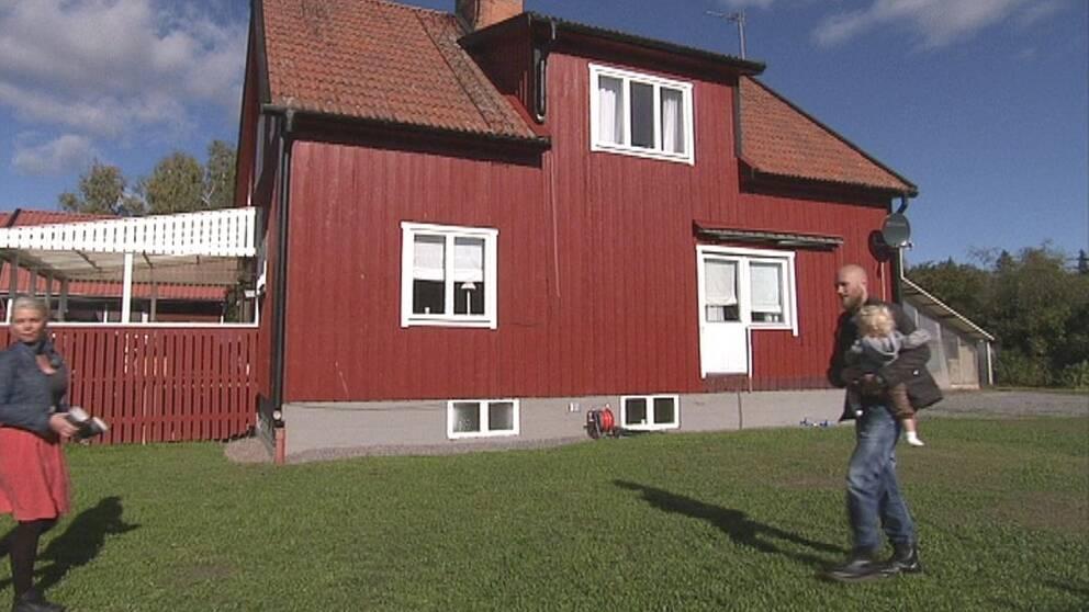Den första besiktningen av huset i Uppsala fick köparna inte ta del av, hävdar de.